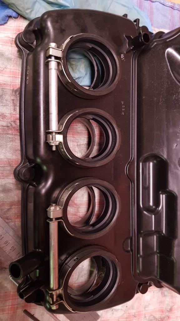 Le système de fixation de la boite à air sur le ZX6R